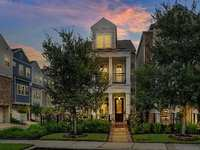 New Listing: Gorgeous David Weekley Townhome At East Shore in The Woodlands
