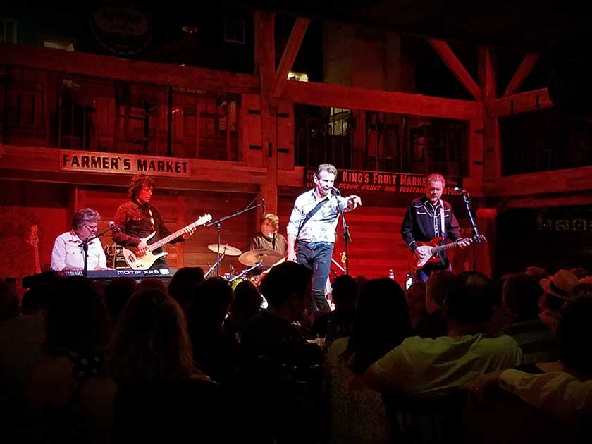 Concert Review: Dennis Quaid and the Sharks